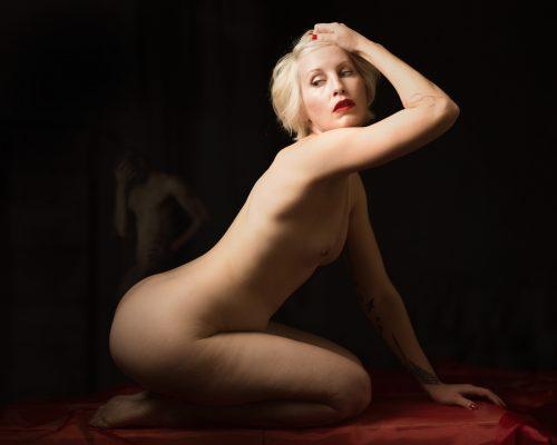 Chloe, Nude